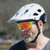 Vítáme nový přírůstek do portfolia Hatchey. Cyklistická helma Control, vyvinutá především na traily a enduro, vám díky nízké váze skvěle poslouží i v lehkém terénu a při dlouhých vyjížďkách. 🚵  #hatchey #control #bikehelmet #trail